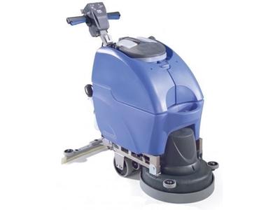 Elektrikli Yer Yıkama Makinası / Numatic Tt3450t