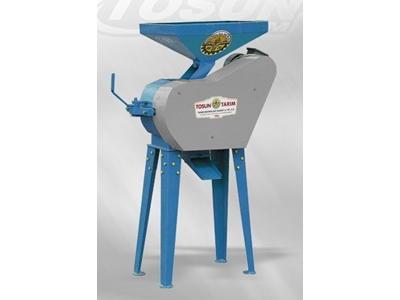 elektrikli_yem_kirma_makinasi_kapasitesi_1700_2500_kg_h-2.jpg
