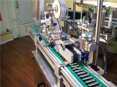 Tek Yönlü Otomatik Yatay Etiketleme Makinası 600 ~ 1000 Adet / Saat