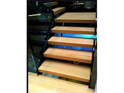 Çelik Kontrüksiyonlu Ahşap Merdiven Hizmetleri