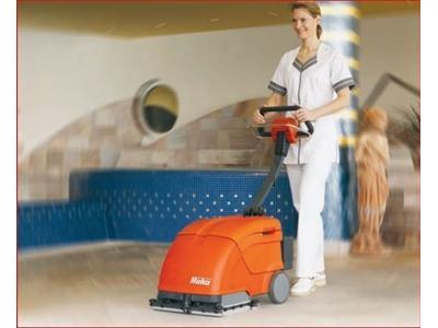 Hako B10 Dar Alan Yer Temizleme Cilalama Makinası