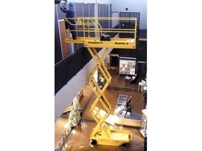 Akülü Makaslı Platform ( 12 Metre 300 Kg )