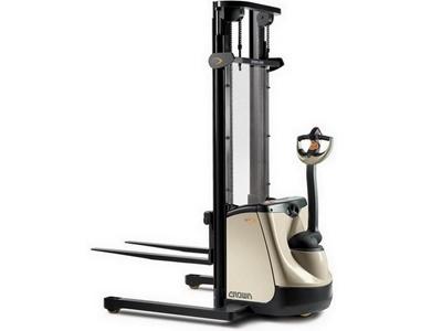 1 Ton Yaya Kumandalı İstifleme Makinesi / Crown St 3000 N 1.0